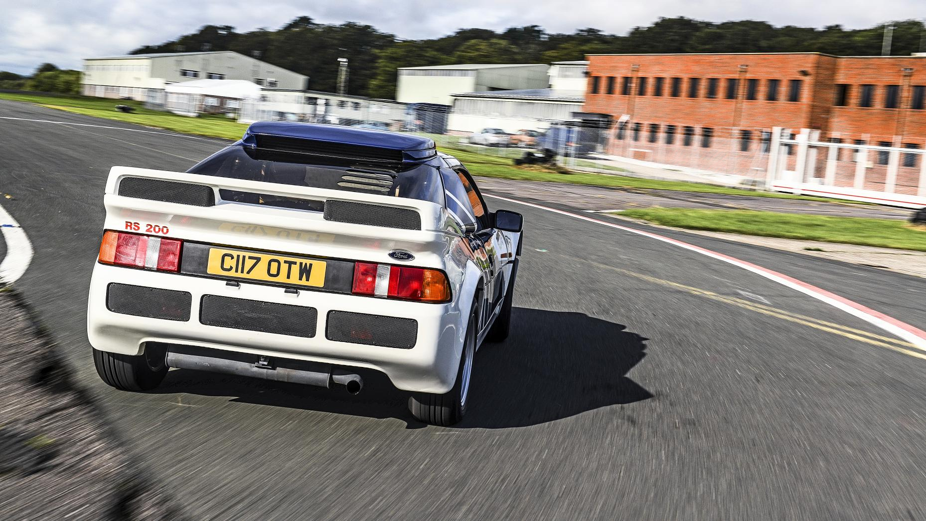 4. Ford RS200
