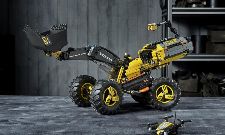 Lego construction equipment