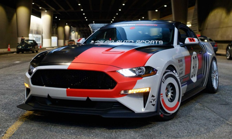This is a 700bhp Ford Mustang with retro turbofan wheels